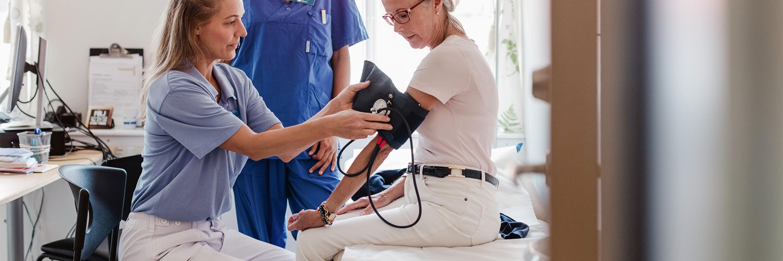 Patientin bei Untersuchung