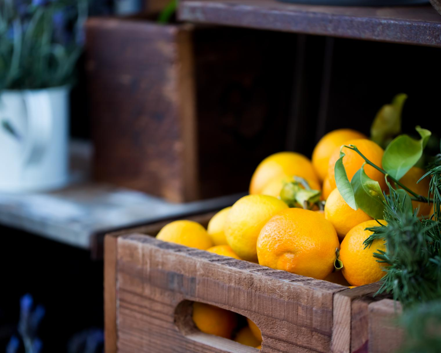 Kiste mit Orangen